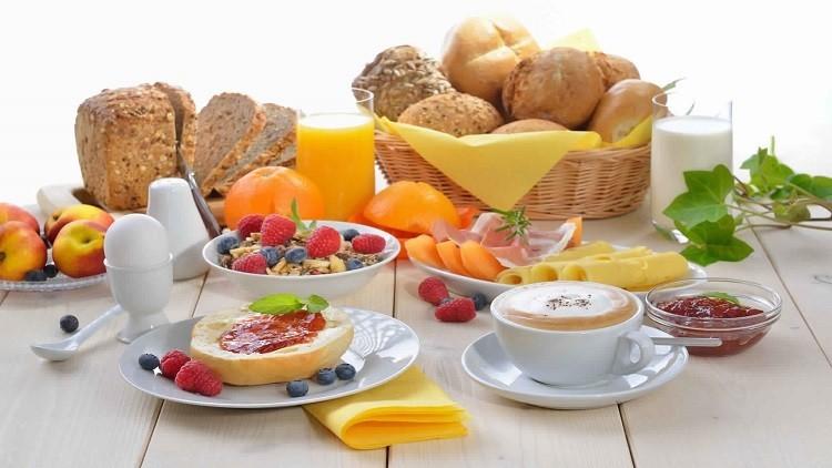 باحت بريطاني يتوصل لحقيقة خطيرة حول متناولي الفطور الصباحي