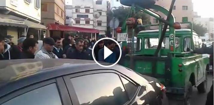 بالفيديو : لحظة القبض على سيارة فاخرة تقوم بالنقل السري بالبرنوصي