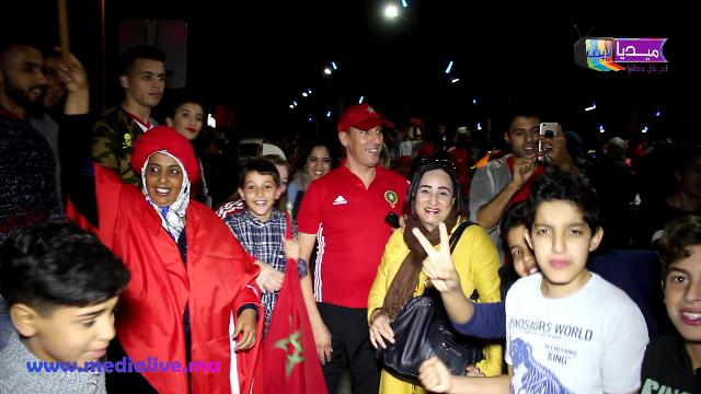 فنانة مغربية معروفة تشارك ساكنة المحمدية فرحة تأهل المنتخب المغربي لكأس العالم