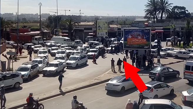 نقابات الطاكسيات بعين حرودة تنشر فيديو  كدليل يوتق للفوضى في جريدة إلكترونية غير قانونية