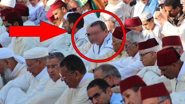 فضيحة :قائد معزول ومحكوم بسنة سجنا نافدا يصلي وراء عامل عمالة المحمدية