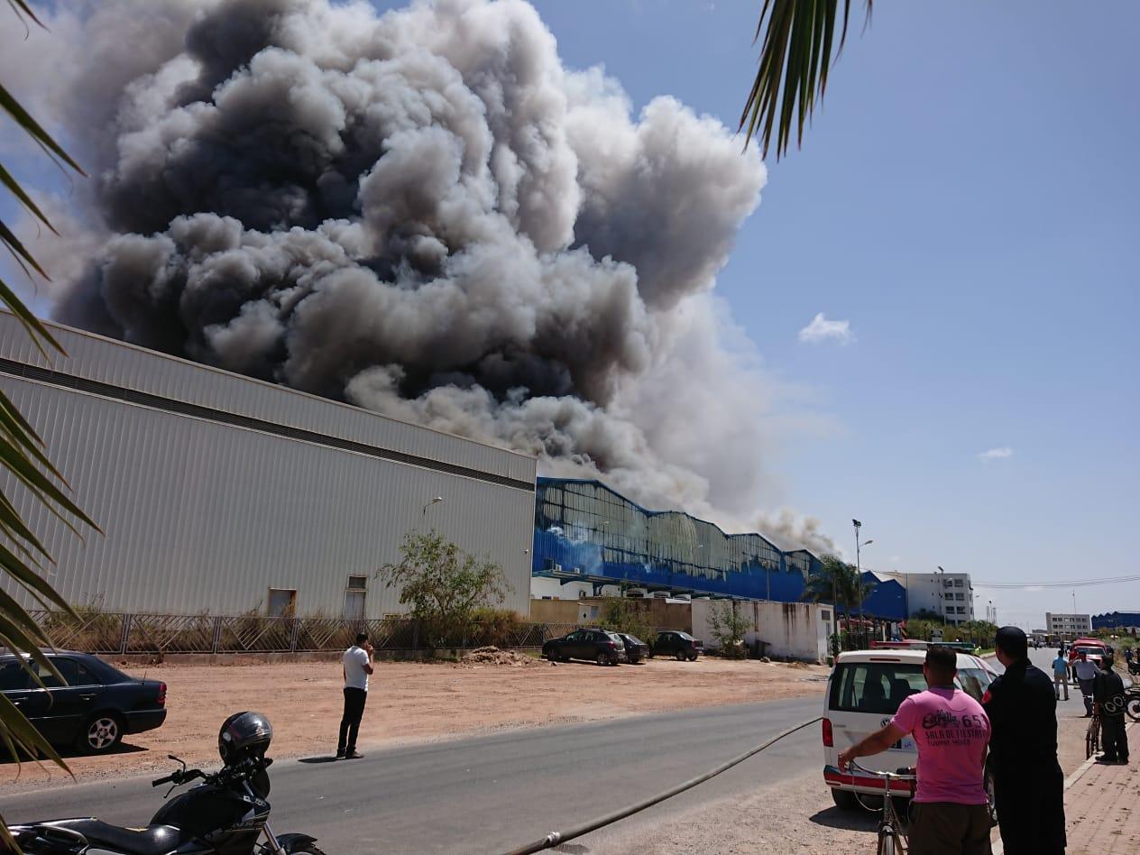 حريق الحي الصناعي يخلف خرابا ودمارا شاملا في مستودع التخزين
