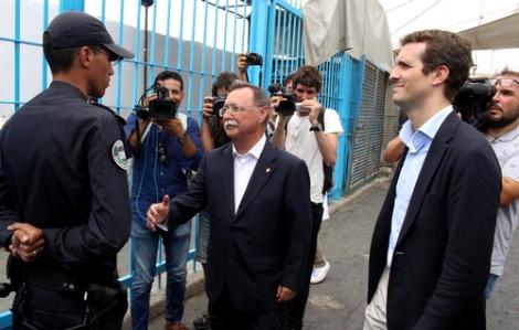فيديو : شاهد الشرطي المغربي الذي بهدل حاكم سبتة أمام مجموعة من وساءل الاعلام