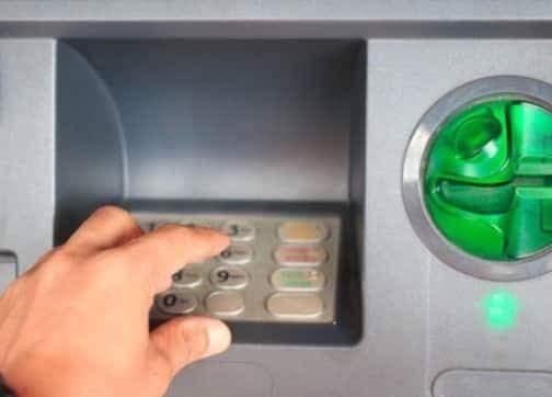احراق العديد من الشبابيك البنكية لعدم وجود سيولة مالية