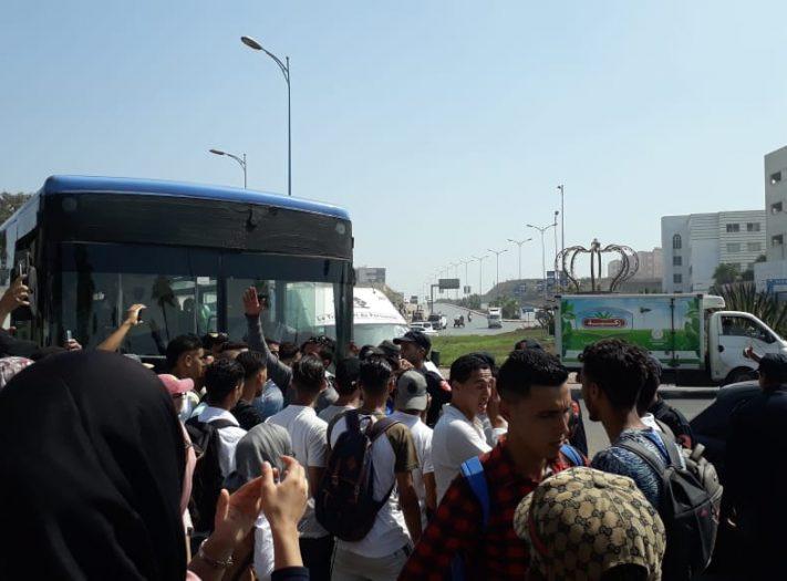 طلبة جامعة الحسن الثاني بالمحمدية والبيضاء يحتجون على النقل