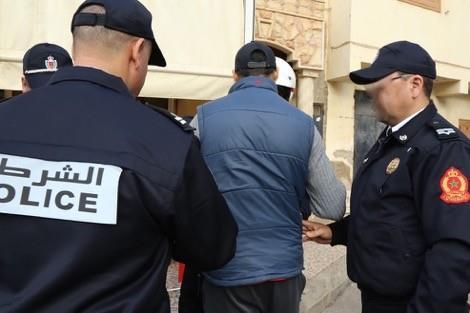 أمن البرنوصي يعتقل شرطي مزور وبحوزته أصفاد وشارة أمنية