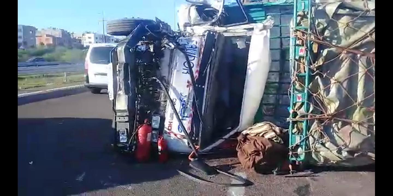 انقلاب شاحنات واصابة شاحنات وسيارت بأضرار بالطريق السيار بالمحمدية