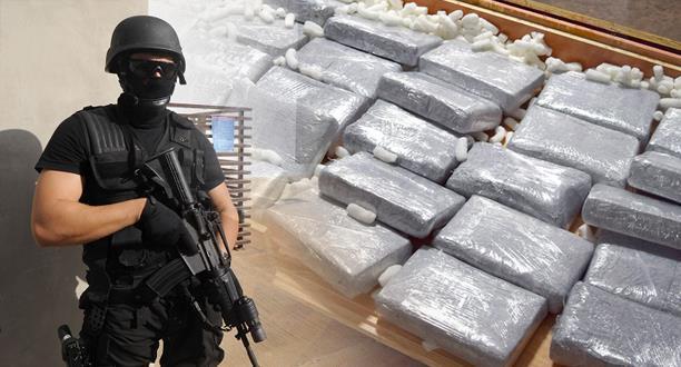 حجز حوالي طن من مخدر الكوكايين  وشاحنة  وزورقين مطاطيين  وسيارتين للدفع الرباعي