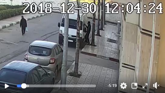 لص سقط في مصيدة الأمن بعد رصده من طرف كاميرا