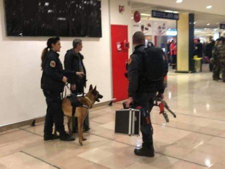 """الأمن الفرنسي يكتشف حقيقة الحداء ( القنبلة )  الذي استنفر الأجهزة الأمنية بمطار """" أورلي """""""