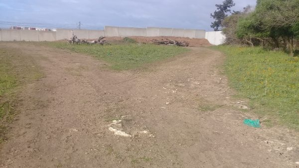 الأسوار الأسمنتية للسكك الحديدية تتسبب في حصار سكان جماعة الشلالات وجماعة عين حرودة