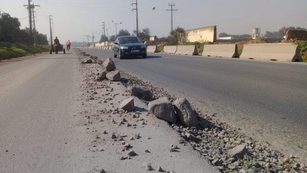 توقف أشغال ثتنية الطريق بين تيط مليل والمحمدية يربك حركة السير ويتسبب في حواذث