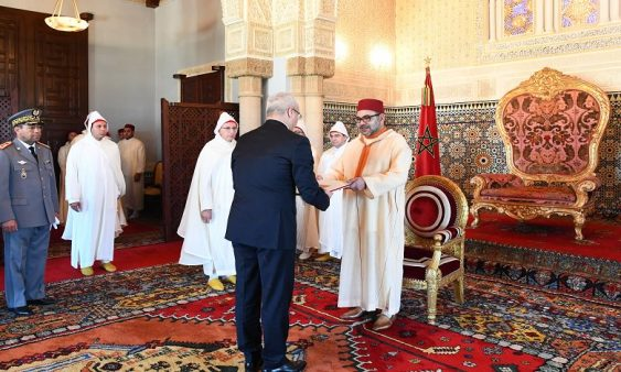 جلالة الملك يستقبل عددا من السفراء الأجانب