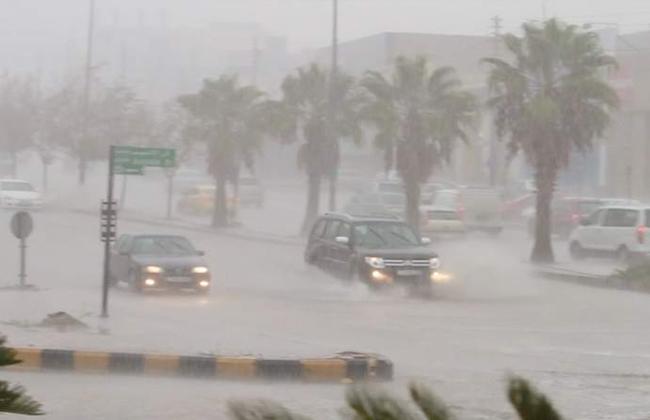 تساقطات ثلجية وزخات مطرية عاصفية يومي السبت والأحد ببعض المدن المغربية