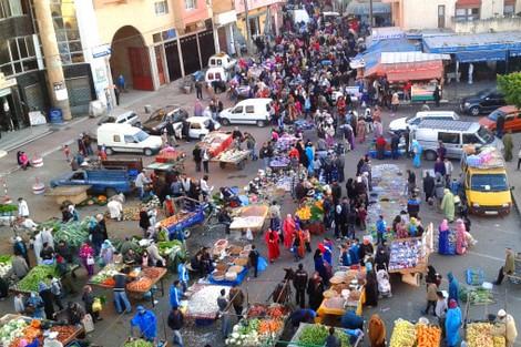 المحمدية …بلطجية ببتزون الباعة بسوق حي النصر بالمحمدية