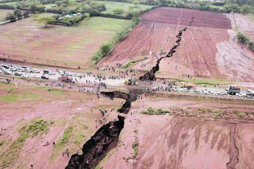 عجائب وغرائب/ تشققات أرضية ضخمة في كينيا تهدد بتقسيم إفريقيا لنصفين !