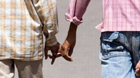مراكش… شوهة ،  ضبط مغربيين يمارسان الجنس مع مثليين فرنسيين وسط حديقة