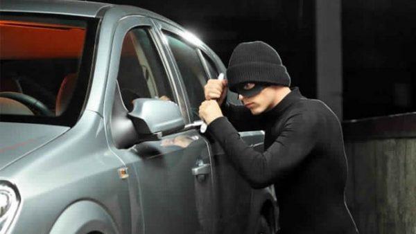 """المحمدية …. اعتقال مول """" البيكالا """" الذي سطا على محتويات  أزيد من 25 سيارة"""