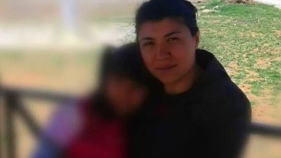 """طفلة تركية تبكي أمام أمها المضرجة بالدماء """"أرجوك لا تموتي"""""""