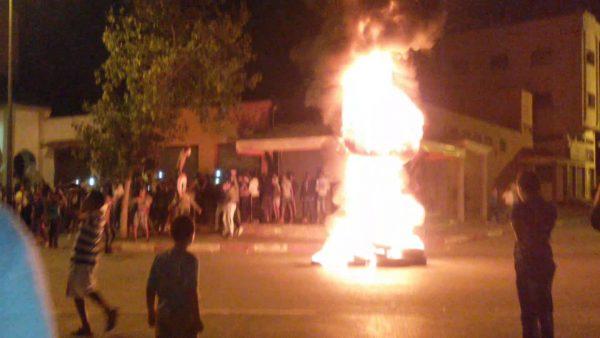 المحمدية …ليلة بيضاء .مفرقعات تصم الآدان وحرائق في العجلات  وحاويات الأزبال  وحجارة تنهال على القوات العمومية