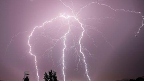 طقس السبت: سماء غائمة وزخات رعدية بهذه المناطق