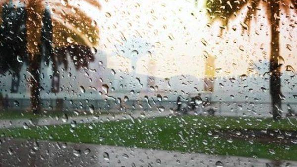 طقس الجمعة: سماء غائمة وزخات مطرية بهذه المناطق