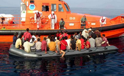 البحرية الإسبانية تنقذ 76 مهاجرا سريا بالسواحل الإسبانية