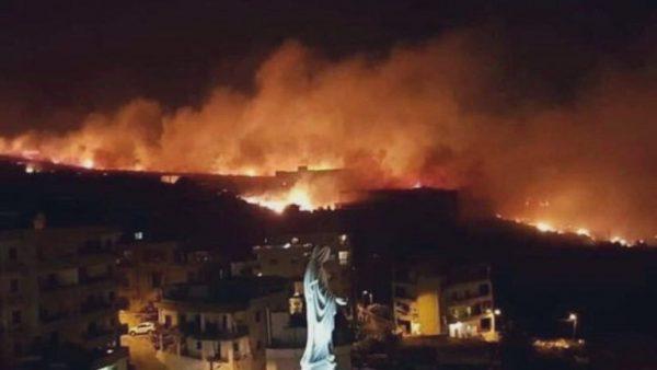 لبنان … بالصور : حرائق مهولة تتسبب في نزوح جماعي للمواطنين