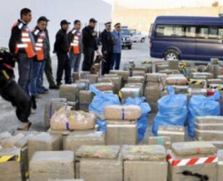 الناضور….حجز 3 أطنان ونصف من المخدرات داخل سيارة لنقل البضائع