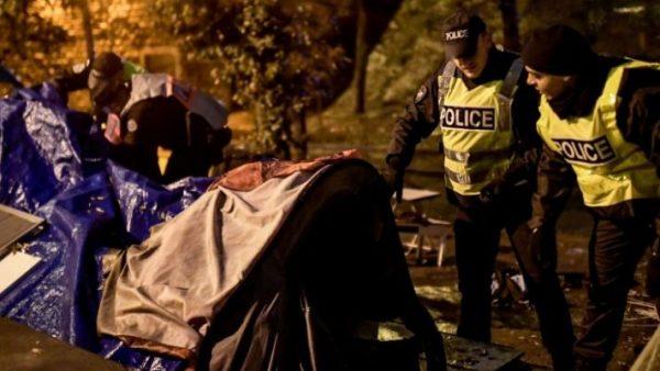 فرنسا …الشرطة الفرنسية تخلي بالقوة أكبر وأسوأ مخيم  للاجئين