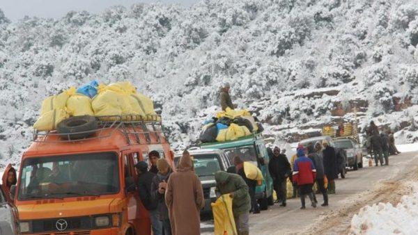 وزارة النقل  تنبه السائقين باحترام علامات التشوير والحواجز الثلجية