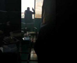 الرباط .. بالفيديو : تدخل بطولي لشرطي  لإنفاد شخص من الإنتحار حرقا