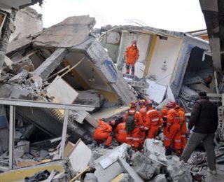 ارتفاع حصيلة ضحايا زلزال تركيا إلى 14 قتيلاً