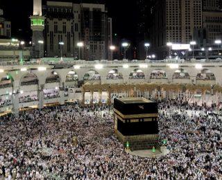 """السعودية تعلق رحلات العمرة وزيارة المسجد النبوي خوفا من """" كورونا """""""