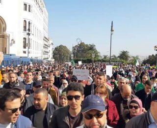 الجزائر .. احتجاجات وشعارات ضد العسكر واعتقالات في صفوف المتظاهرين