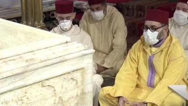 بالصور …جلالة الملك محمد السادس يحيي ليلة القدر المباركة