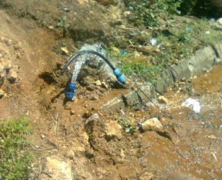 """المحمدية …"""" ليدك """" مطالبة بالتدخل ، هدر أطنان من المياه الصالحة للشرب في سقي المراعي والمزارع"""