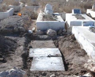 سوق أربعاء الغرب …عائلة تتفاجئ بضهور ابنها بعد دفنه منذ 10 سنوات