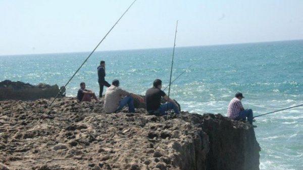 غرامات مالية تهدد هواة الصيد الترفيهي بالشواطئ الذي سيصبح بترخيص