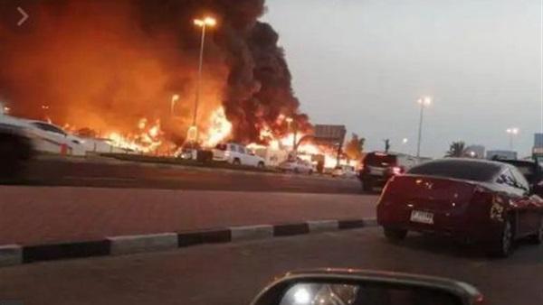 """الإمارات..   """" فيديو """" حريق ضخم في سوق شعبي بعجمان"""