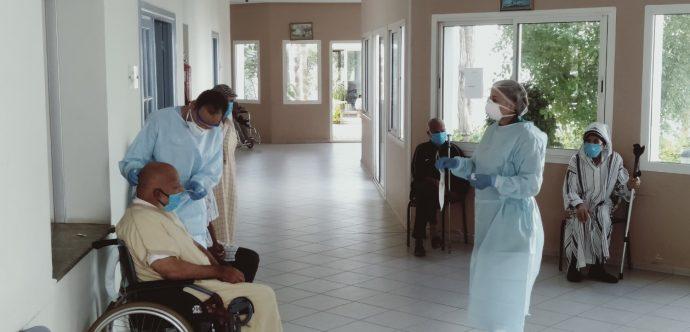 المحمدية …المختبر المركزي للتحيلات الطبية يجري تحليلات للكشف عن كوفيد 19 لفائدة المركز الإجتماعي للأشخاص المسنين