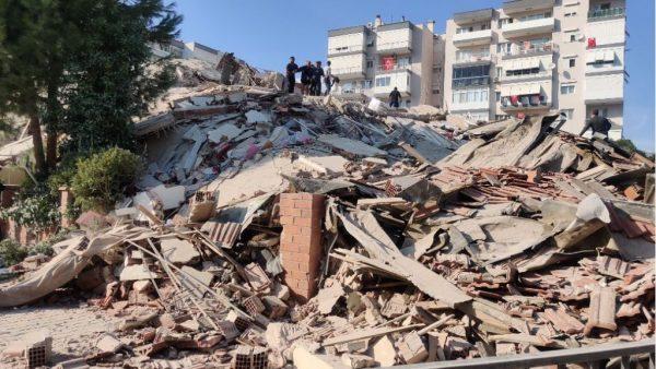 جرحى وقتلى وانهيار مباني بسبب زلزال ضرب تركيا