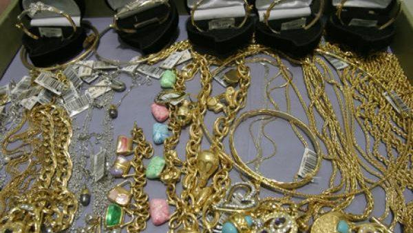 مراكش …اعتقال ضابط شرطة مزيف استولى في إحدى خرجاته على حلي ذهبية