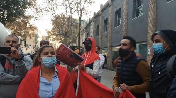 """مغاربة إسبانيا ينظمون وقفات احتجاجية ببرشلونة ومدريد تنديدا بالممارسات الإجرامية لـ """"البوليساريو"""""""