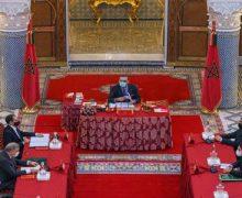 الملك يترأس مجلسا وزاريا ويصدر مجموعة من التعليمات السامية (  بلاغ من القصر الملكي )