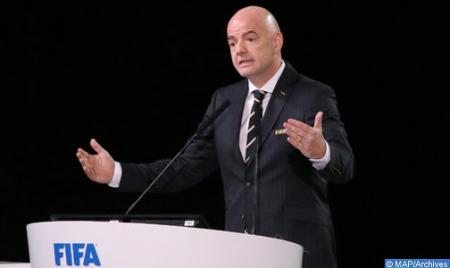 رئيس (فيفا) ينوه بالتزام جلالة الملك لفائدة تطوير كرة القدم الوطنية