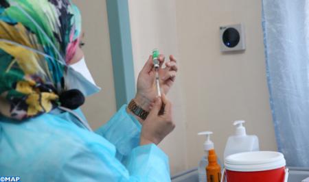 برشيد .. سيدة تتلقى جرعتين من اللقاح المضاد ل(كوفيد 19) تباعا وفي نفس الوقت