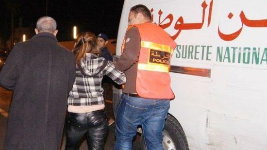 العجب  … اعتقال فتاة عمرها 16 سنة تنتحل صفة شرطية لابتزاز التجار