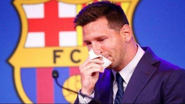 بالفيديو: دموع ميسي تنهمر أثناء وداعه  لفريق البارصا