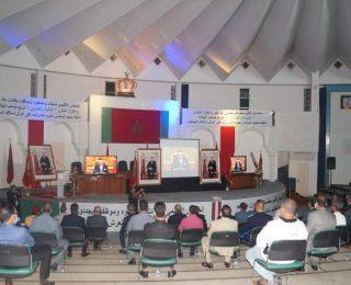 بحضور عدد مهم من المسؤولين لحظة الانصات للخطاب الملكي بمدينة سطات